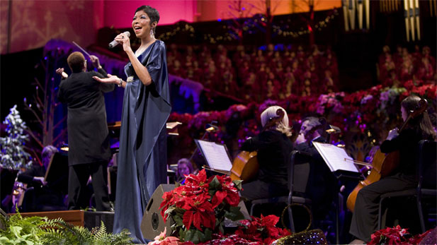 Natalie Cole on stage with the Mormon Tabernacle Choir.