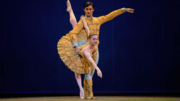 Maria Kochetkova and Davit Karapetyan dance the Grand Pas de Deux