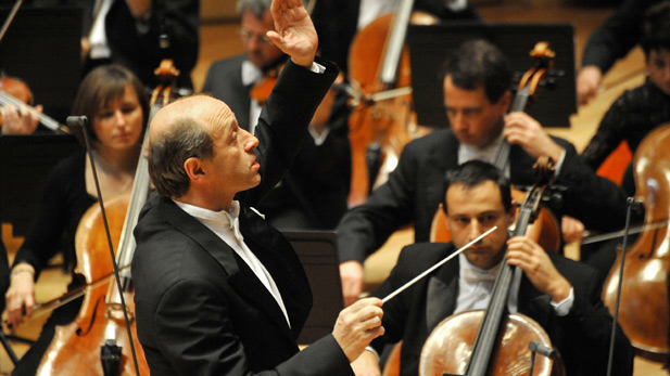 Iván Fischer guest conducts the Mostly Mozart Festival Orchestra.