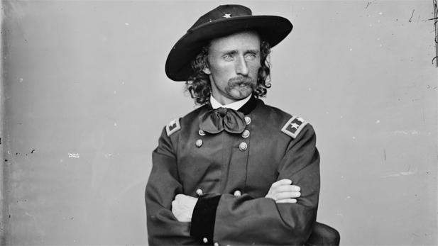 am_exp_custer_BW-spot