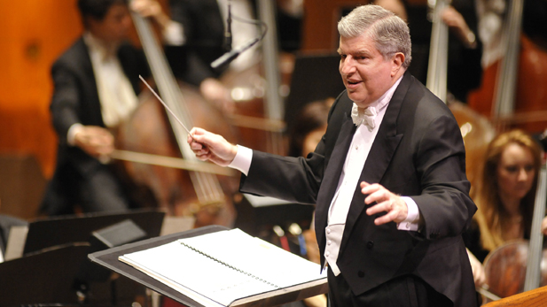 Marvin Hamlisch_conducting_spot