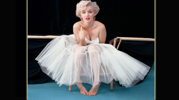 "Marilyn Monroe photographed by Milton Greene during their ""ballerina"" sitting, 1954."