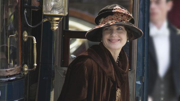 Elizabeth McGovern as Lady Grantham