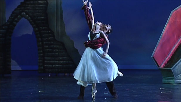The upcoming Ballet Tucson 2013-2014 season kicks off with their Fall Concert featuring DRACULA and two other selections on October 12-13 at the Stevie Eller Dance Theater.