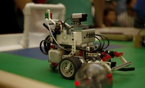 soccer robot focus large