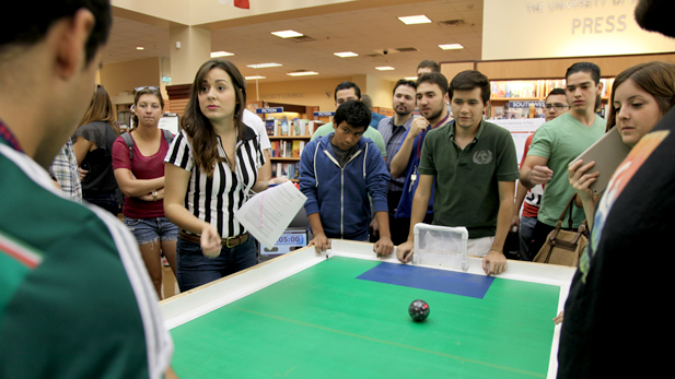 Students from the Instituto Tecnológico de Monterrey Hermosillo campus at the UA bookstore
