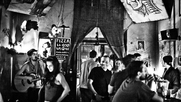 Inside Cafe No Se crowd - SPOT