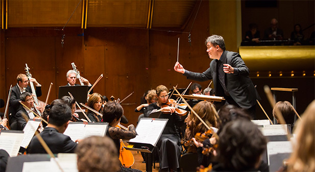 Alan Gilbert conducts the New York Philharmonic with Lisa Batiashivili as soloist at Avery Fisher Hall, 10/9/14.