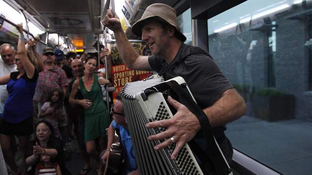 Streetcar concert accordion Spot