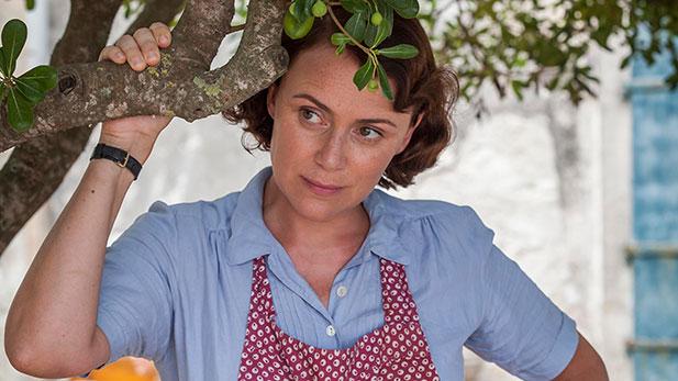 Louisa Durrell (KEELEY HAWES)