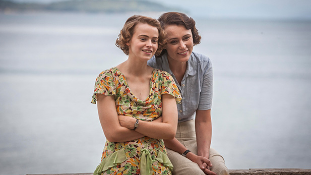 Louisa Durrell (KEELEY HAWES) & Margo Durrell (DAISY WATERHOUSE)