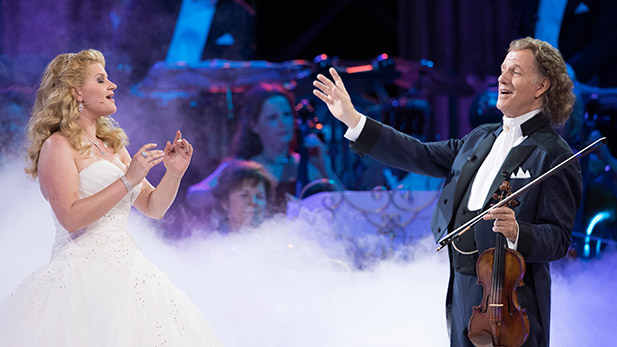 Mirusia Louwerse with André Rieu.