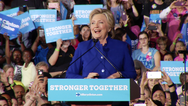 Hillary Clinton speaks to huge crowd in Tempe, Nov. 2, 2016.