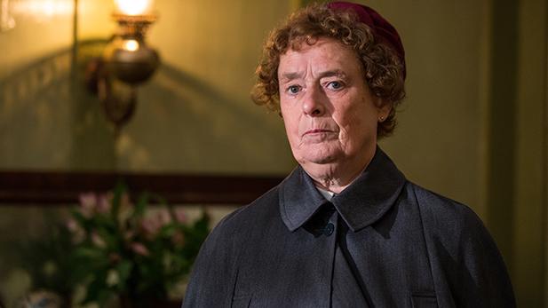 Nurse Phyllis Crane (Linda Bassett)