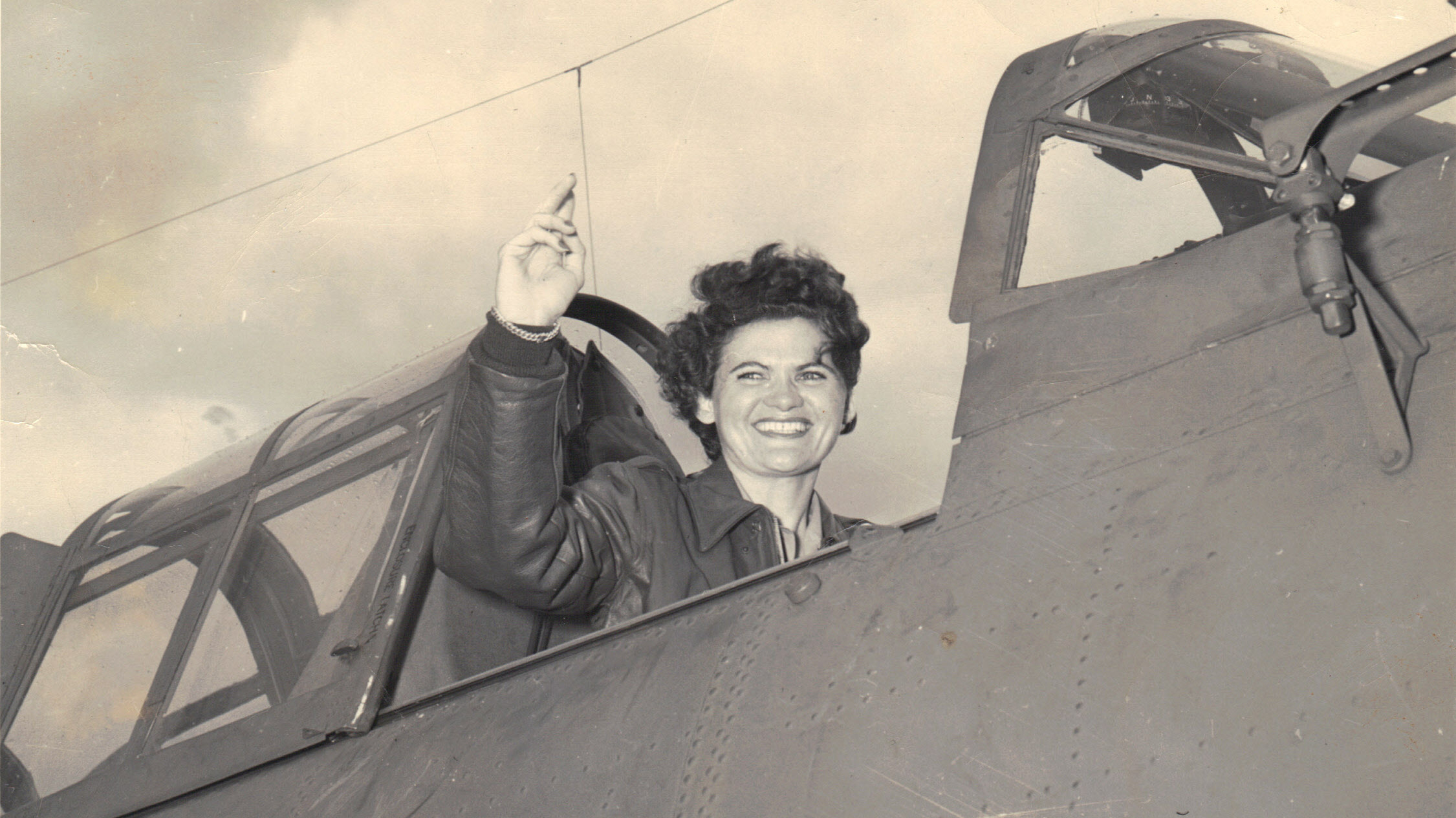 Ruth Helm lands a Douglas SBD Dauntless while serving as a WASP