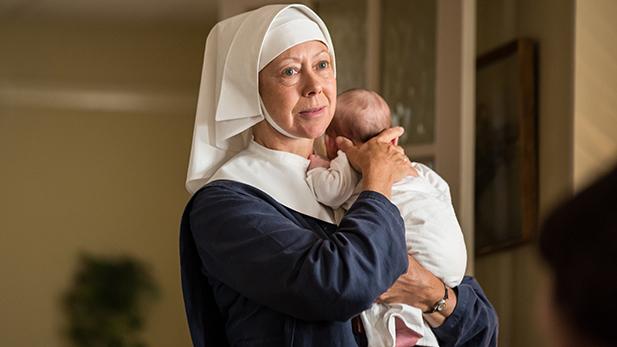 Sister Julienne (Jenny Agutter)