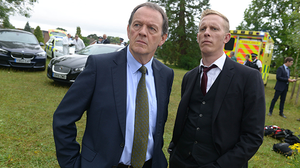 Kevin Whately as DI Lewis and Laurence Fox as DI Hathaway