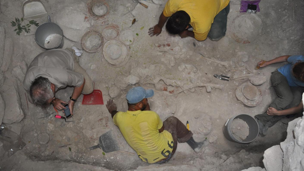 NAU Mayan tomb dig in Belize