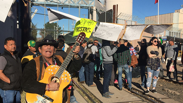 Protesters in Nogales, January 2017.
