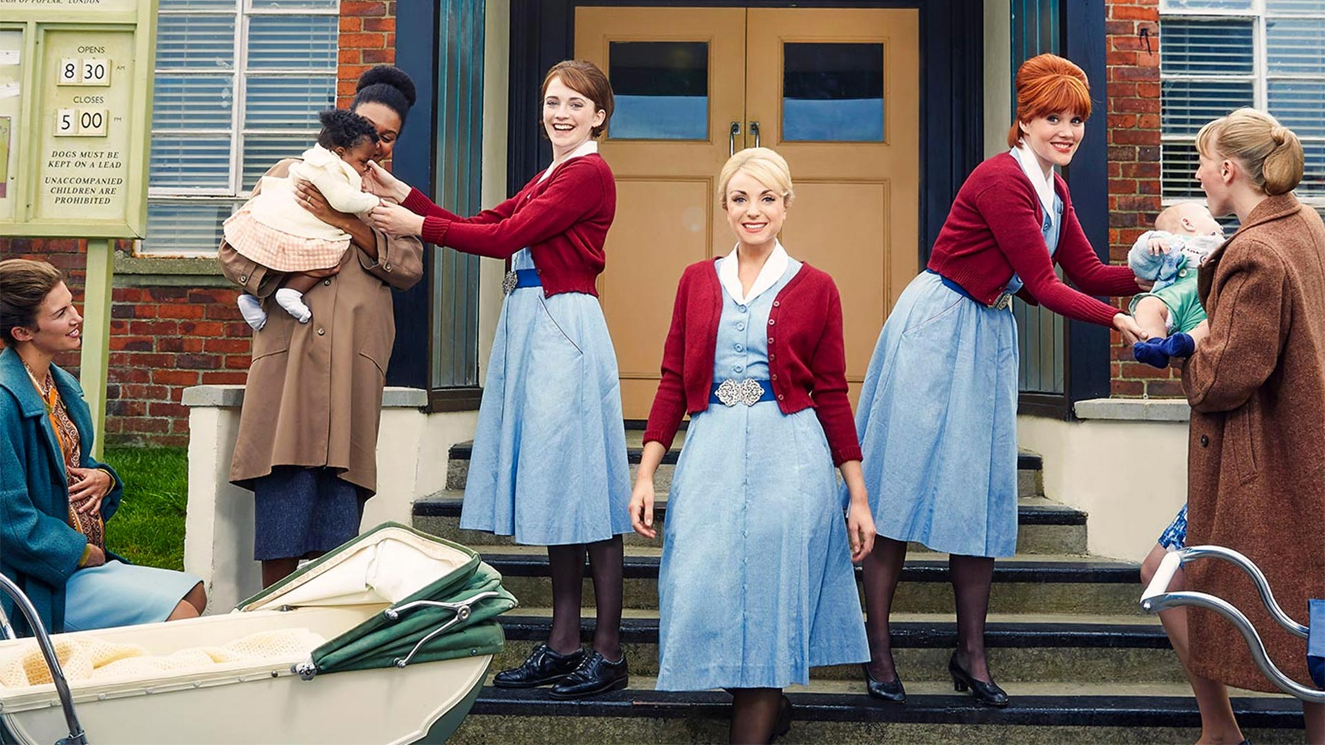 Barbara (CHARLOTTE RITCHIE), Nurse Trixie Franklin (HELEN GEORGE), Nurse Patsy Mount (EMERALD FENNELL