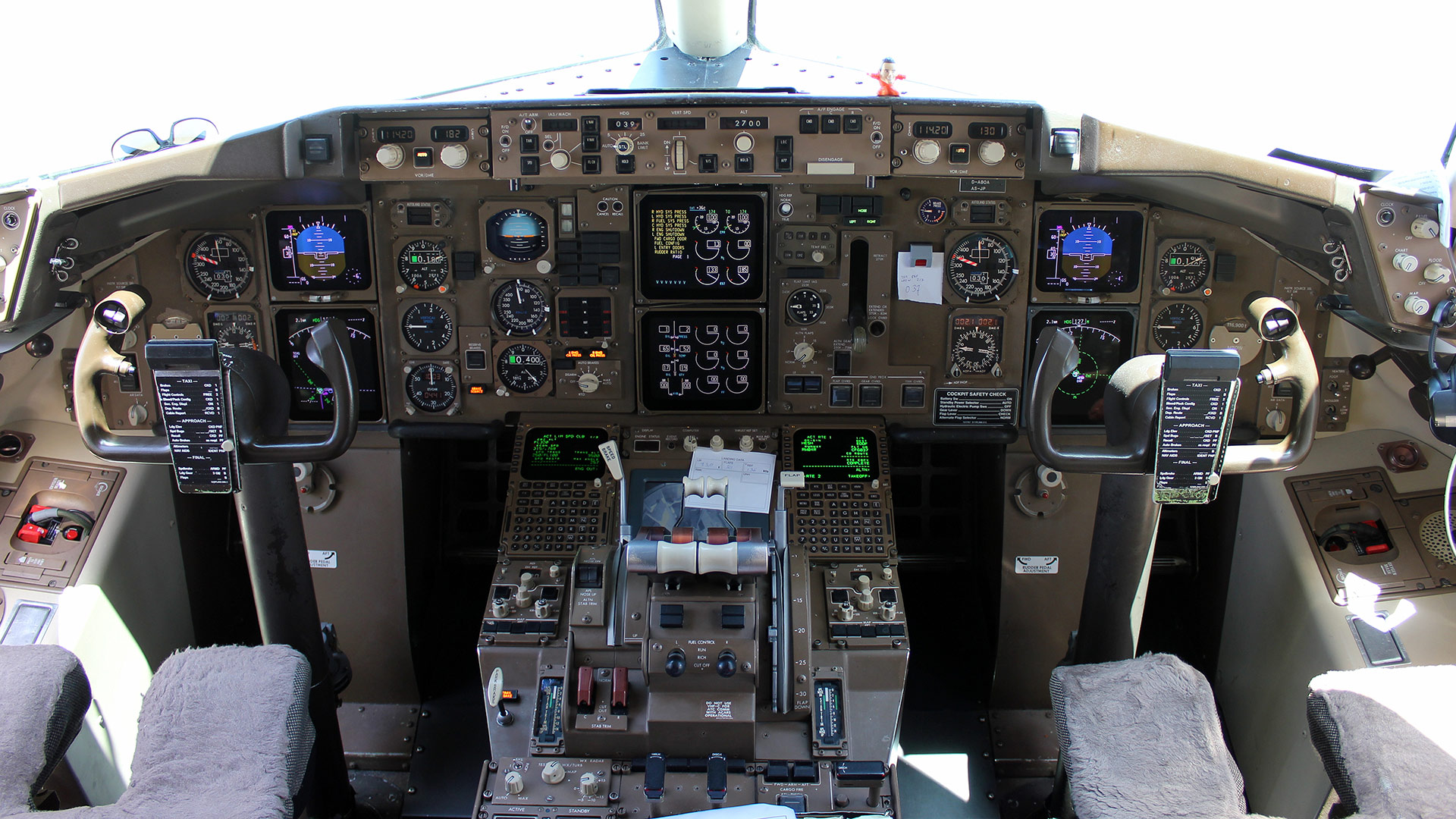 The cockpit of a Boeing 757-300.