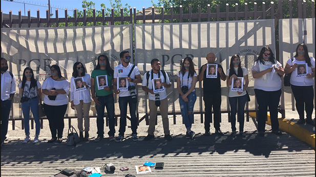 Reporters in Ciudad Juárez in late March demanded the federal government to investigate Miroslava Breach's murder.