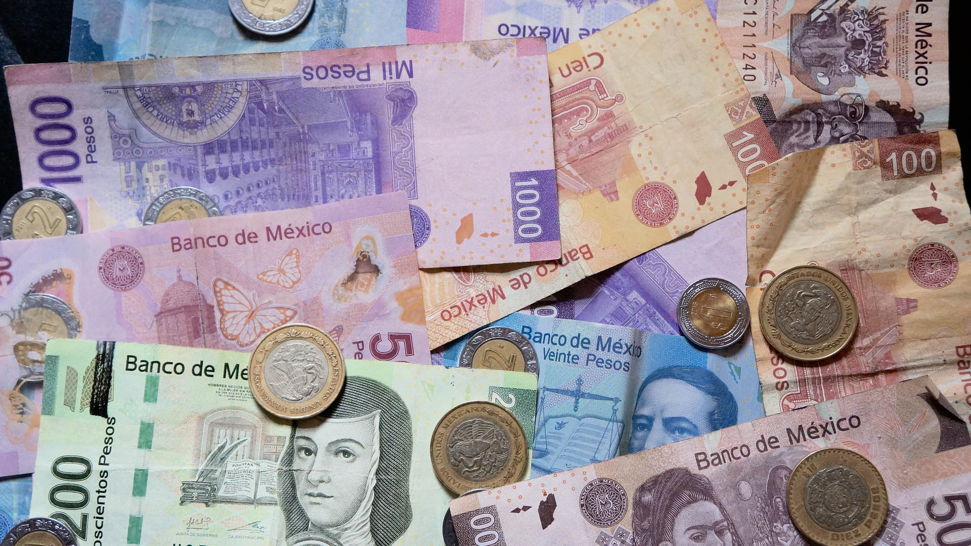 Mexican pesos in various denominations.