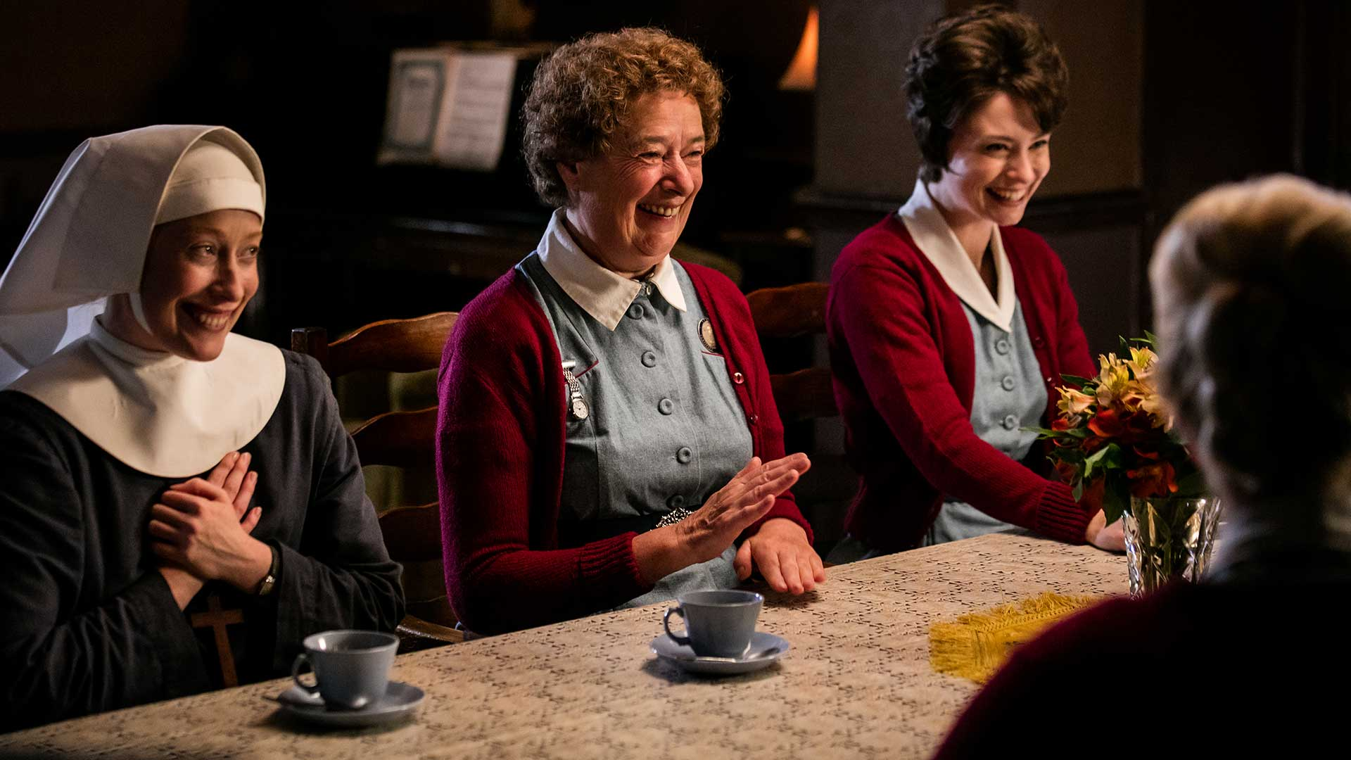 call_midwife6_seas-finale_table_hero