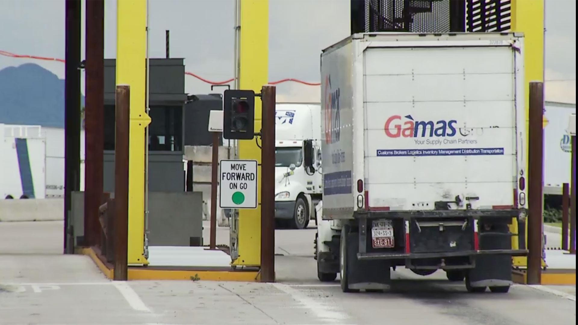 Truck mariposa border nogales