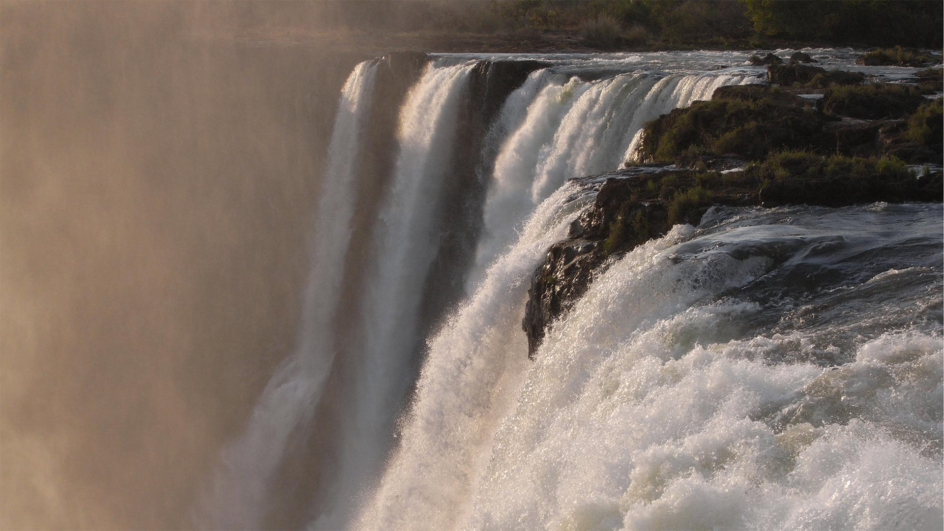 earths_wonder_victoria_falls_hero