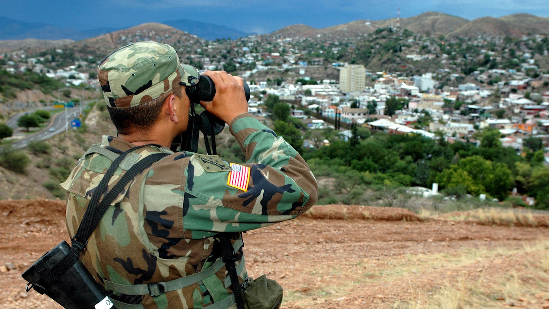 A member of the National Guard provides surveillance at the U.S.-Mexico border near Nogales, Arizona on July 19, 2006 as part of a deployment with Operation Jump Start.