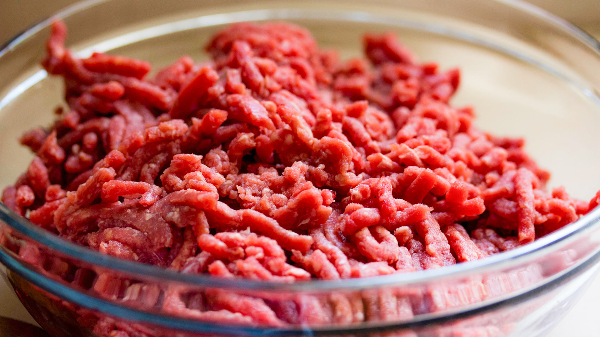 Ground beef in a bowl.