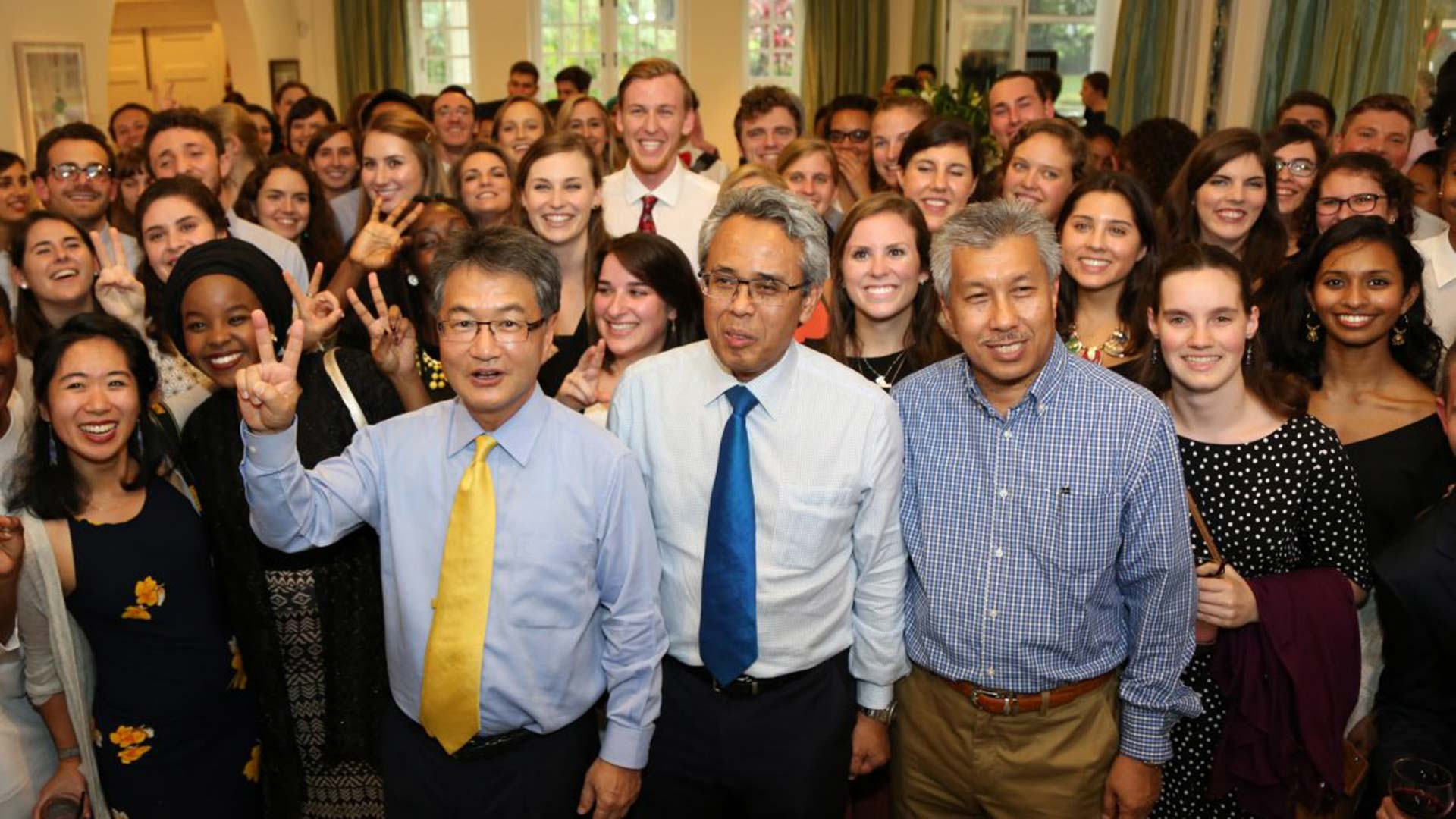 Fulbright English Teaching Assistants with former U.S. Ambassador to Malaysia Joseph Yun, 2016.