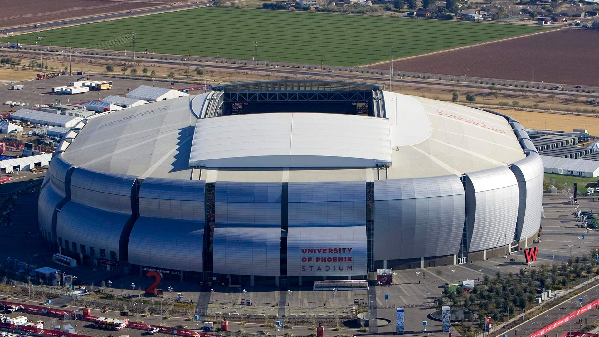 The University of Phoenix Stadium in Glendale, Arizona, has a retractable roof.