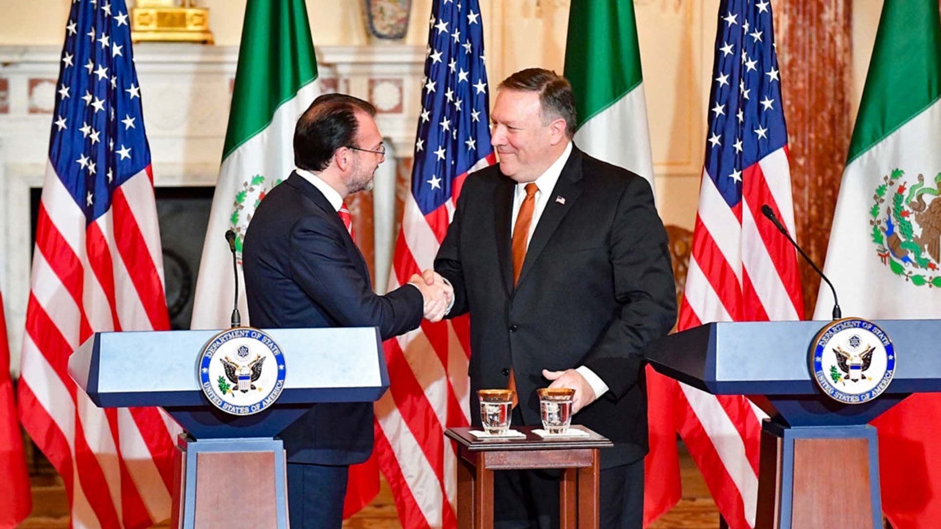 Mexican Foreign Secretary Luis Videgaray, left, and U.S. Secretary of State Mike Pompeo.