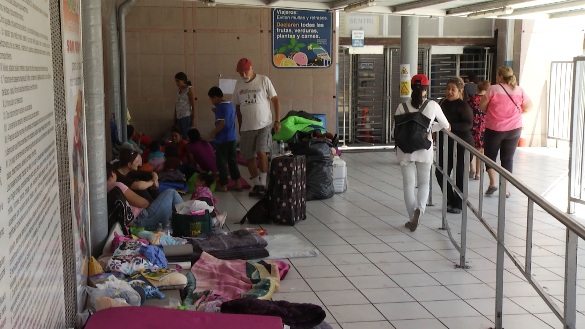 Families seeking asylum wait at the port of entry in Nogales, Sonora in June 2018.