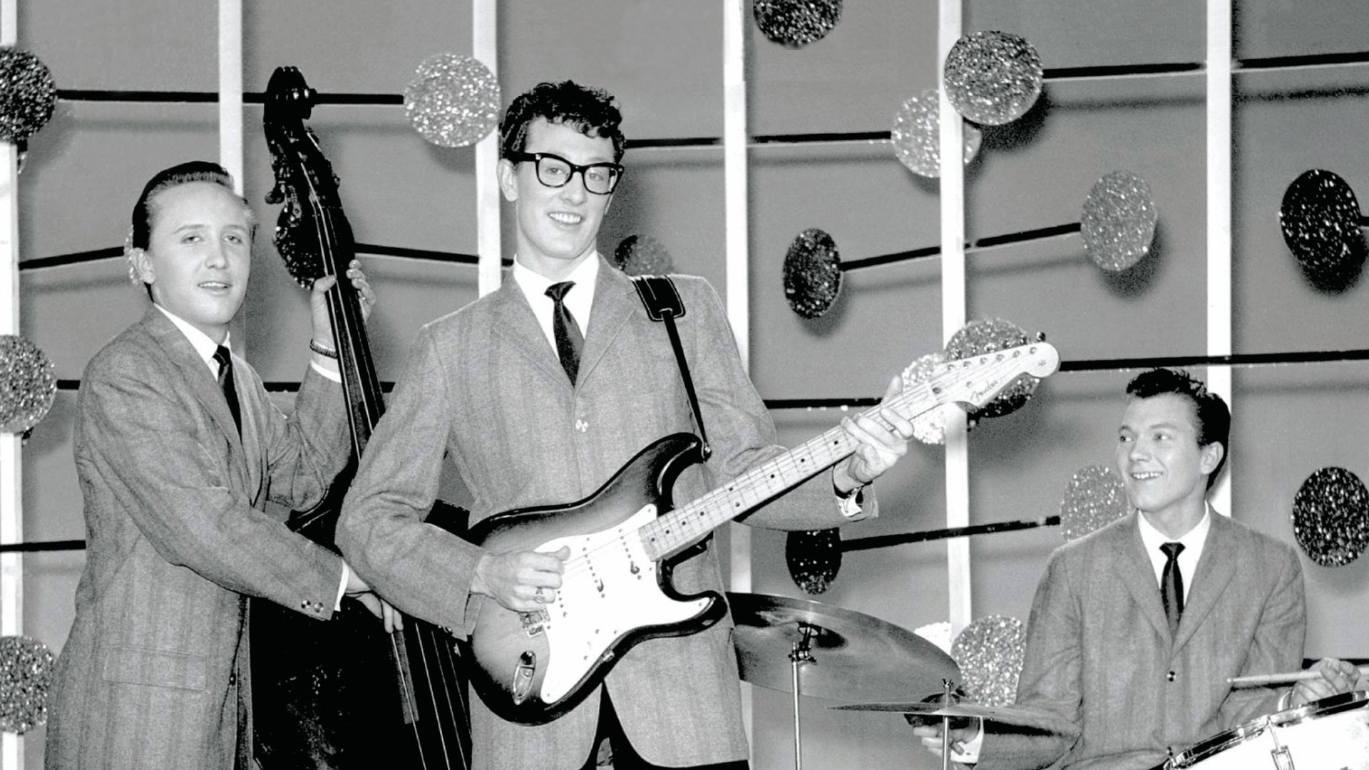 BUDDY HOLLY RAVE ON tells the story of Buddy Holly's tragically short life and career.