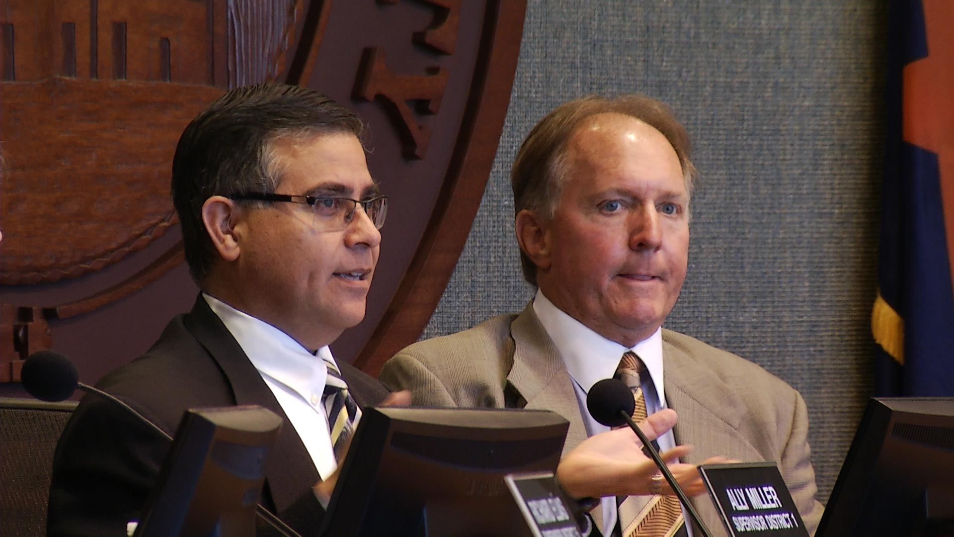 Pima County supervisors Ramón Valadez (left) and Steve Christy (right) at a Board of Supervisors meeting.