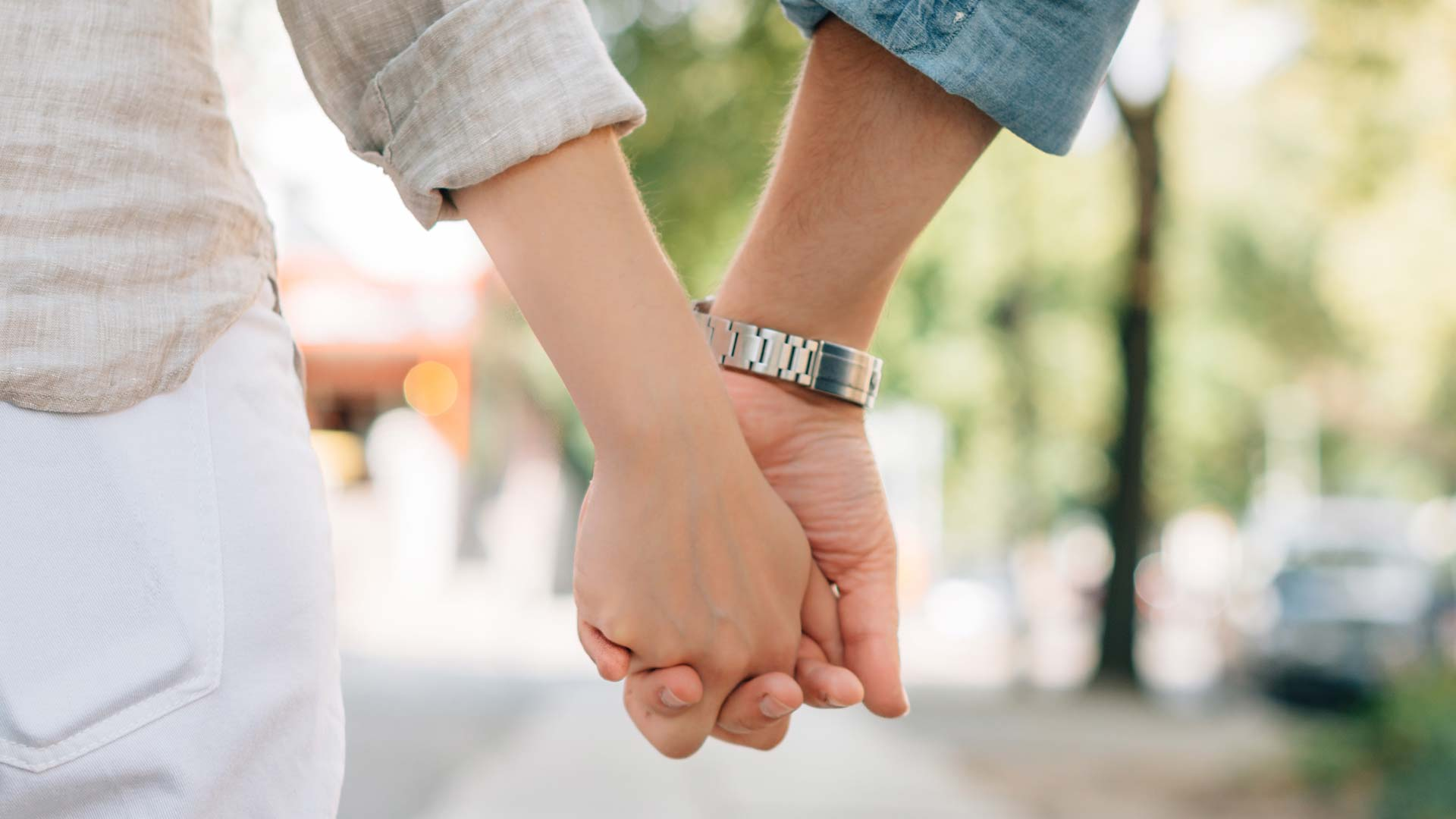 A study suggests having a romantic partner present can reduce stress response.