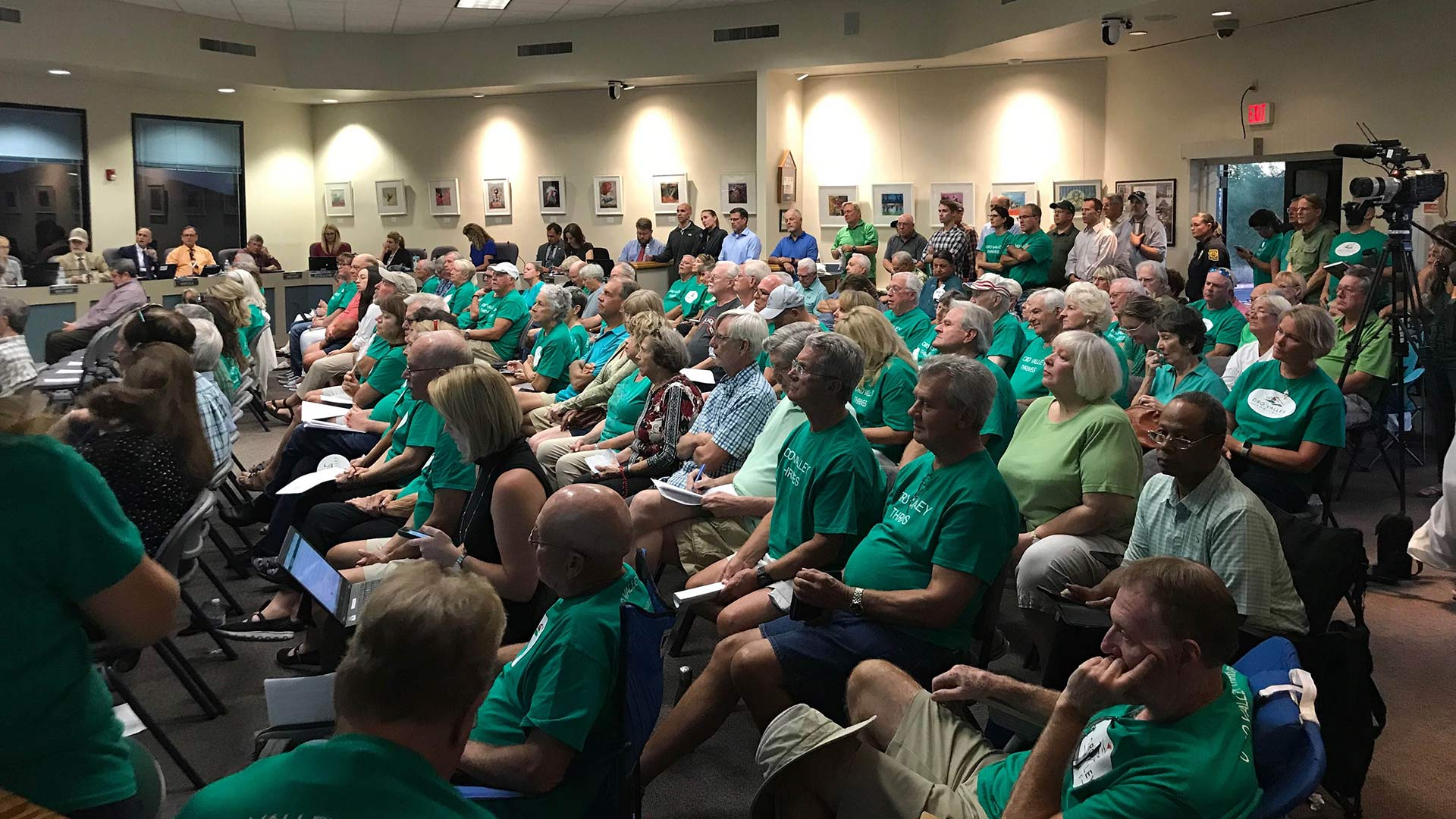 Oro Valley residents at a full-house town council meeting October 2, 2019. Supporters of a plan to keep the town-owned golf courses wore green. Some brought their own chairs.