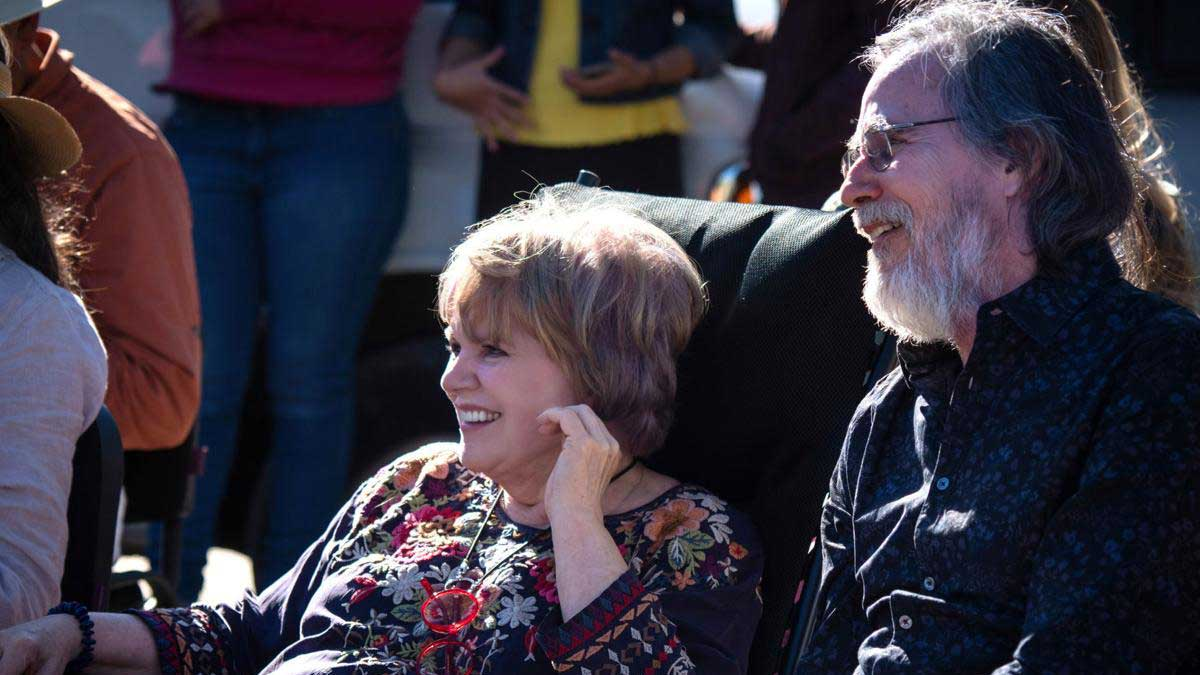 Linda Ronstadt enjoys time in Banámichi, Mexico with longtime musician friend Jackson Browne.
