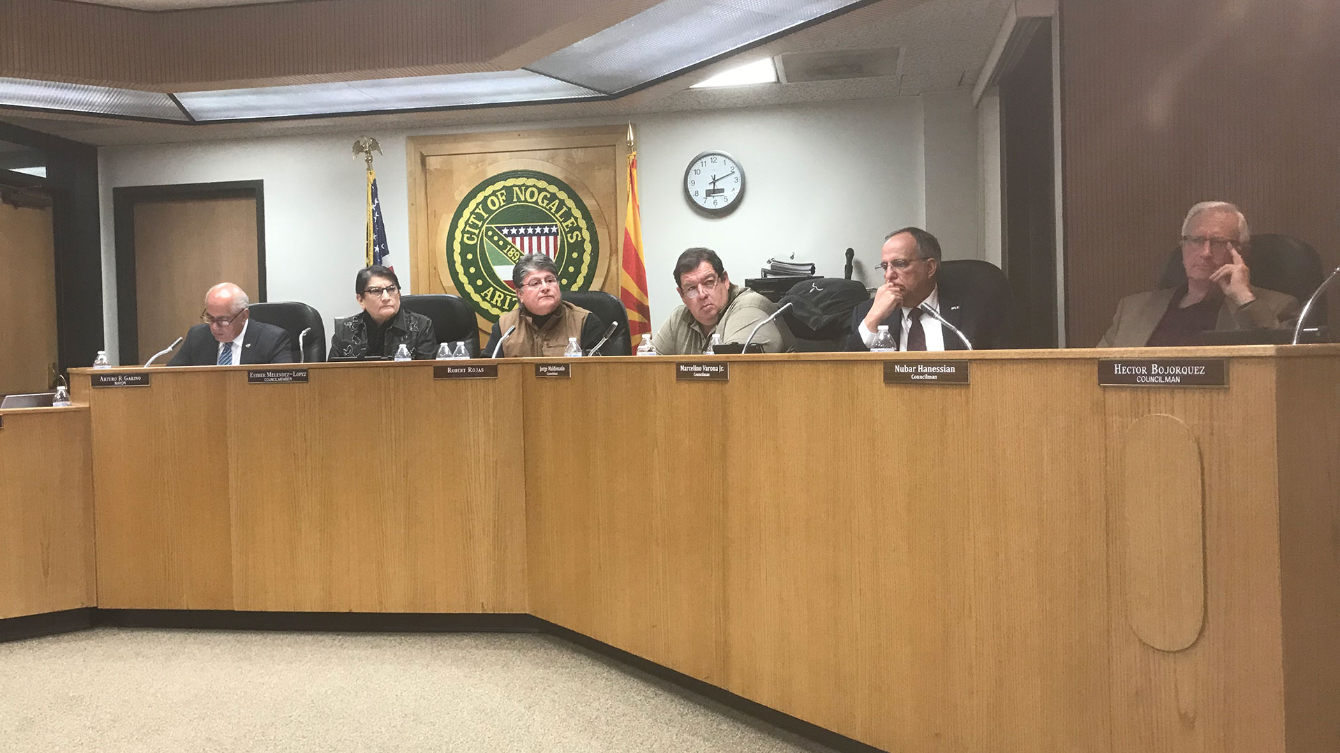 Nogales City Council votes unanimously to demand the federal government remove concertina wire from the border fence in Nogales.  (February 6, 2019)