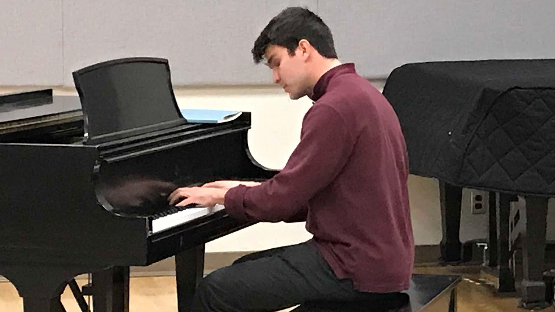Gabriel Schirn piano wider