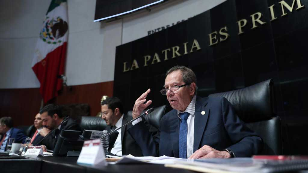 Porfirio Muñoz Ledo, right, is chairman of Mexico's lower congress, la Cámara de Diputados.