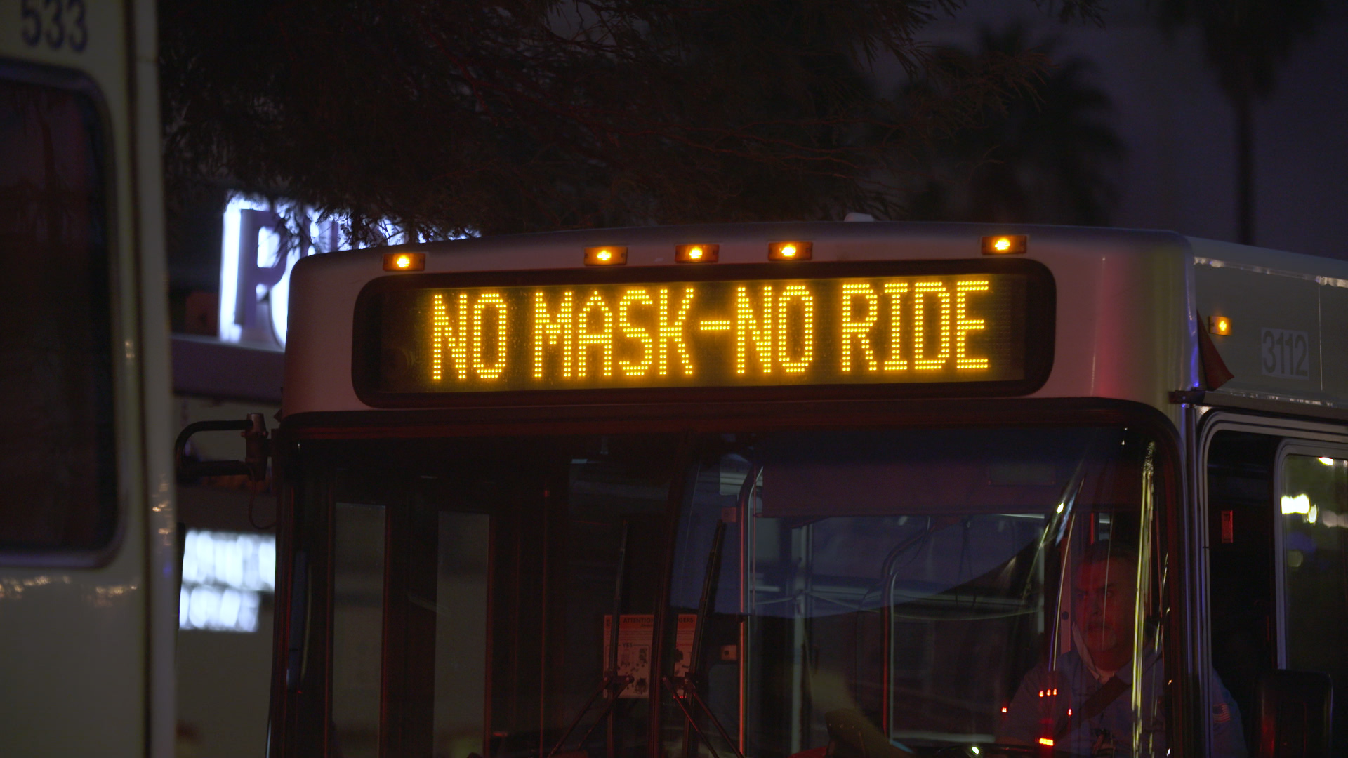 Sunlink bus sign announcing that masks are required to ride.