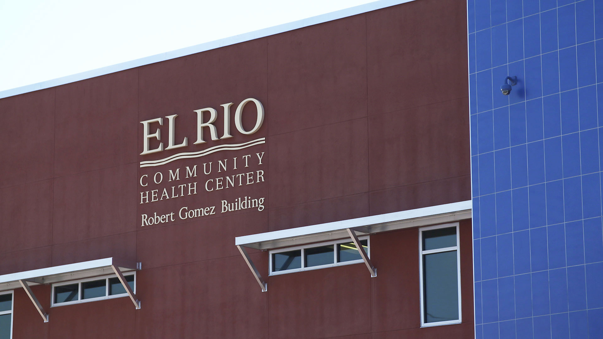 The exterior of El Rio Health's clinic on West Congress Street. 2018.