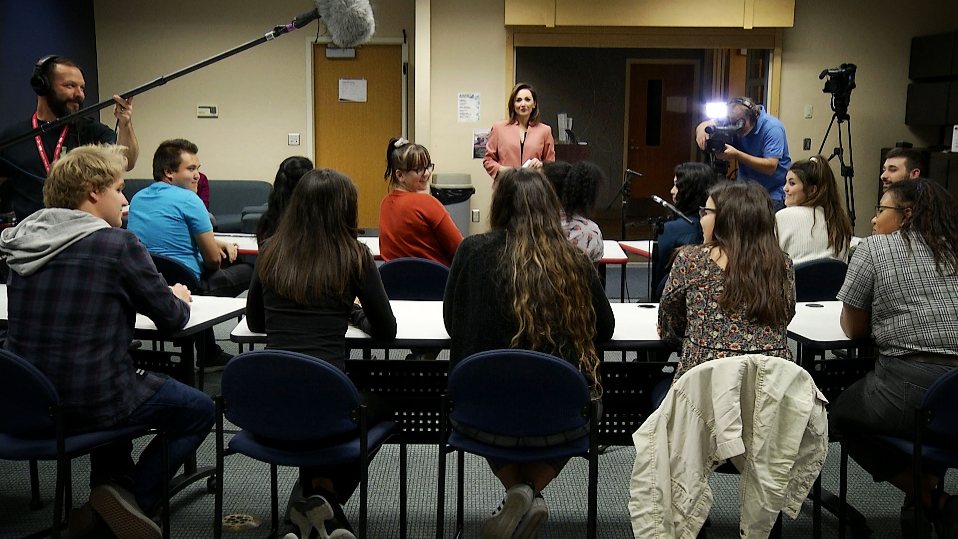 Arizona 360 host Lorraine Rivera interviews a classroom of University of Arizona seniors in the Blue Chip Leadership program on Feb. 18, 2020.
