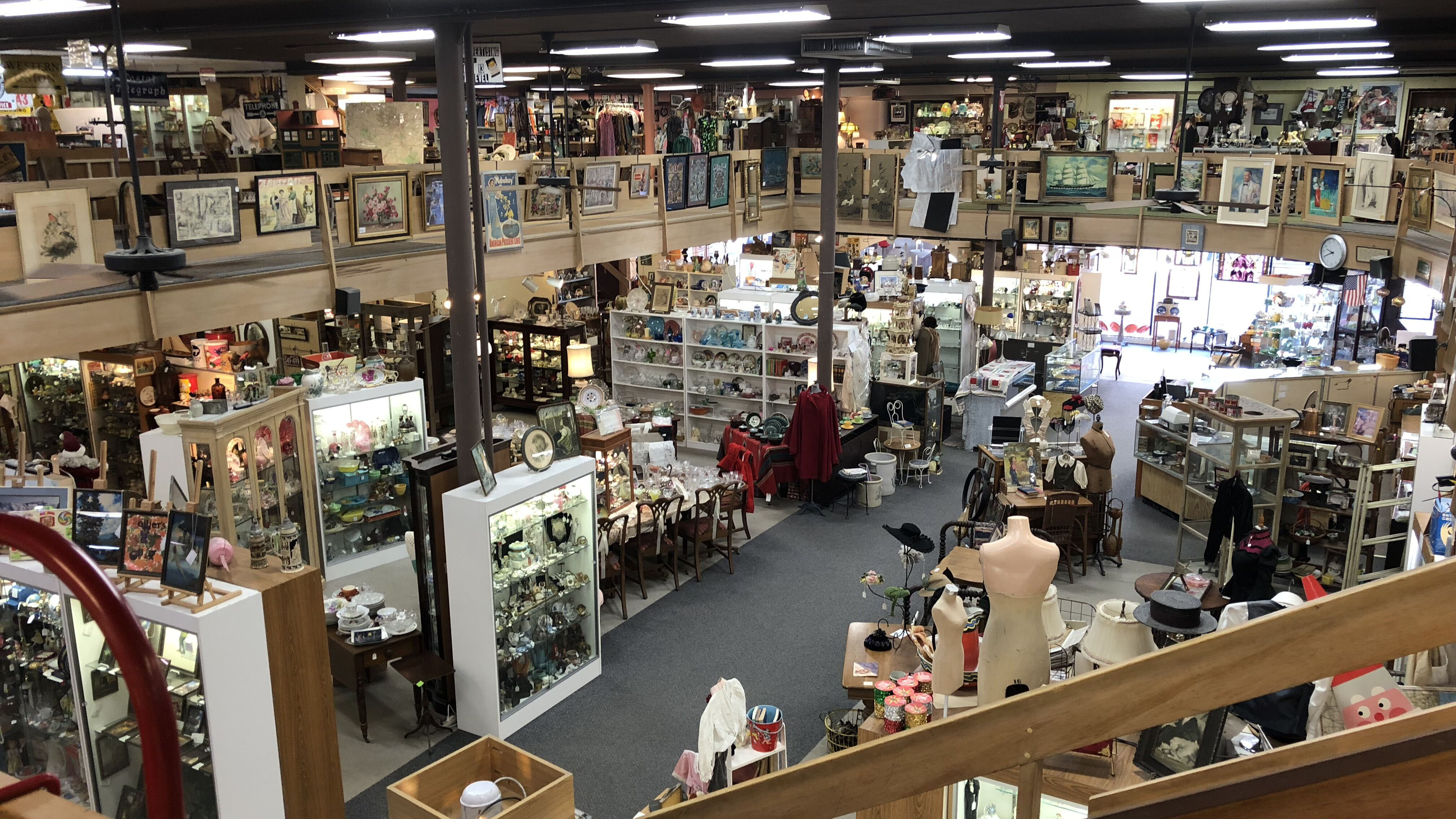 In the 1990s, small, independent antique shops began to fold and dealers relocated into large antique malls. Midtown Antiques in Stillwater, Minnesota is likely the largest in the upper Midwest.