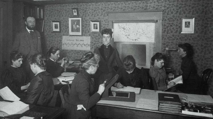 education 4-8 women computers