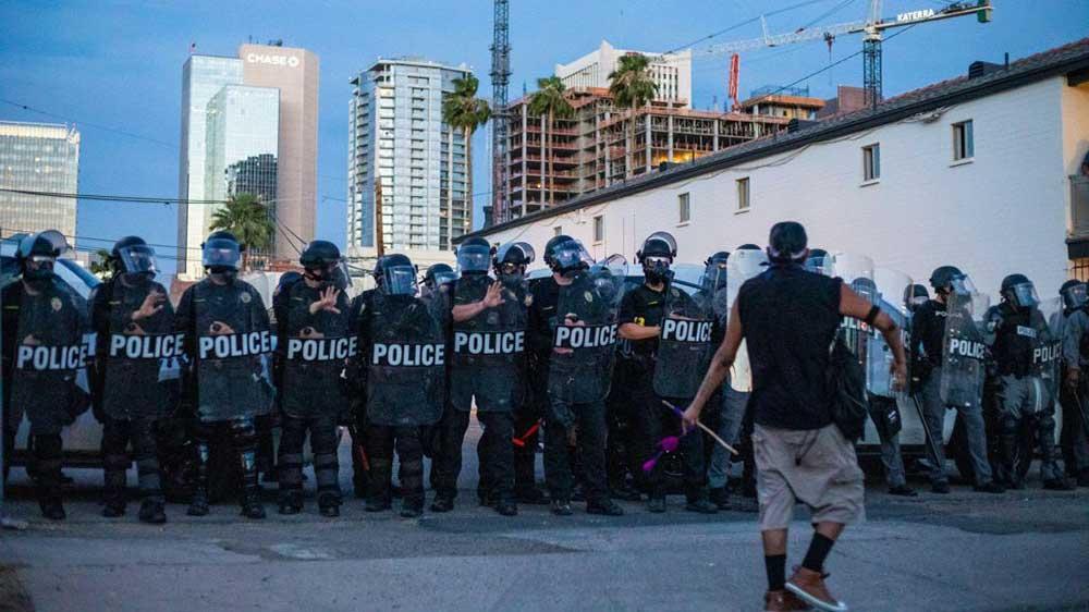 cops protest line